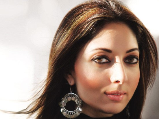 Biography and Pictures of Beautiful Pakistani Politician Sharmila Farooqi