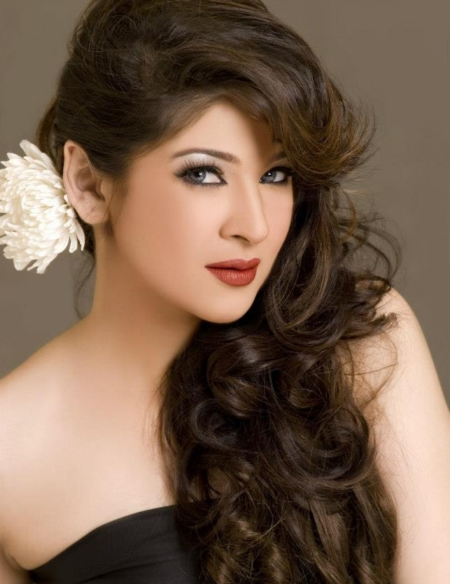 Profile And Beautiful Pictures Of Pakistani Model And Actress Ayesha