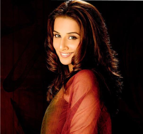 Biography And Wallpapers Of Famous Bollywood Actress Vidya Balan