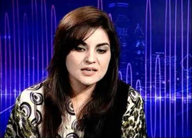 Biography and Beautiful Wallpapers of Pakistani Politician Kashmala Tariq