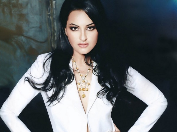 Indian Holt Sonakshi Sinha