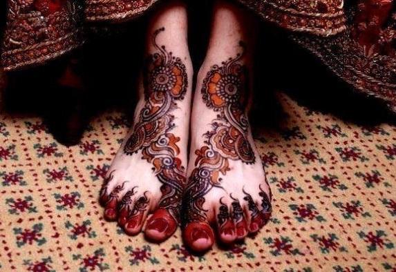 Feet Mehndi Designs Photos : Latest foot mehndi designs for women 2018